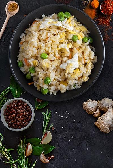 Рис з овочами та яйцем